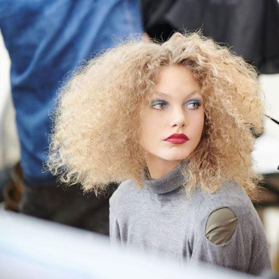 fryzura afro