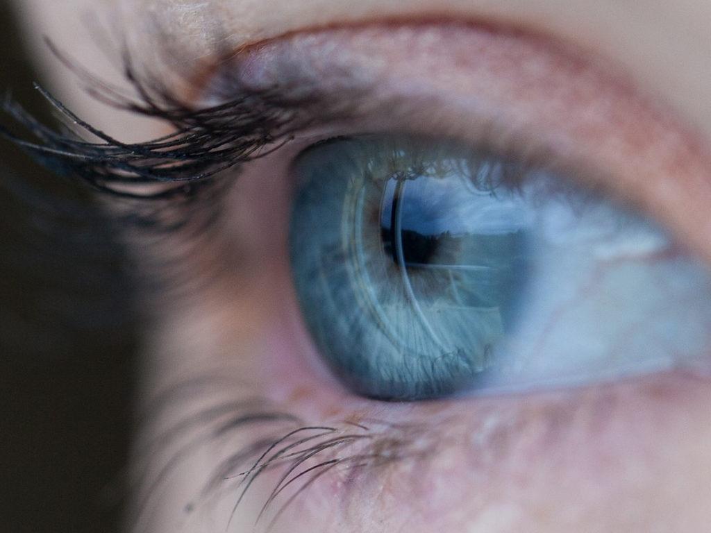 sposoby na swędzenie oczu
